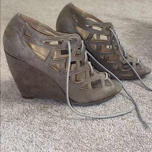 💕 Brand New 💕 Lace up Wedges